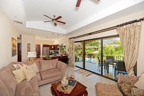 Casa del Sol Resort: Living Room (2 bedroom / 2 bath condo)