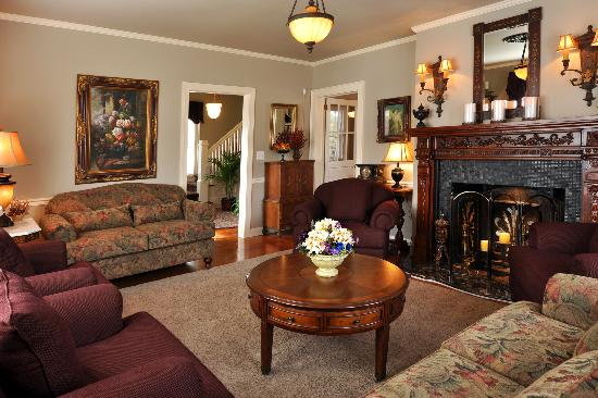 The Aerie Bed and Breakfast : Guest House Parlor