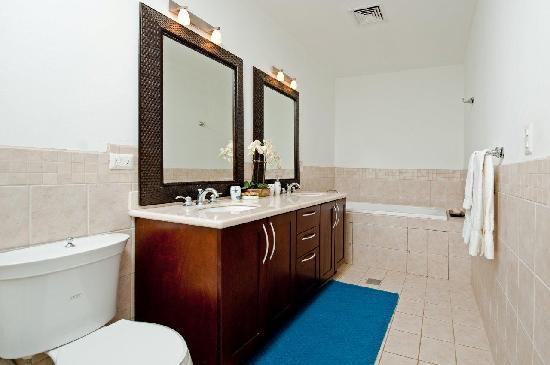Casa del Sol Resort: Master Bath