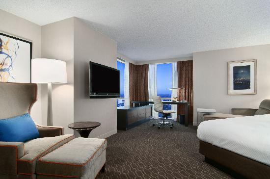 Hilton Atlanta Airport: King Junior Suite