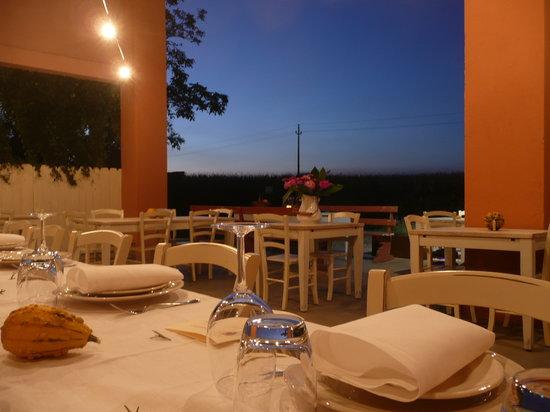 Bagnolo Mella, Italia: il porticato estivo