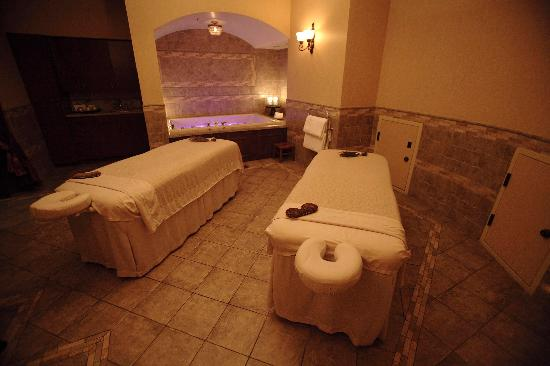 The Spa at The Brown Palace : Luxurious Couple's Treatment Room
