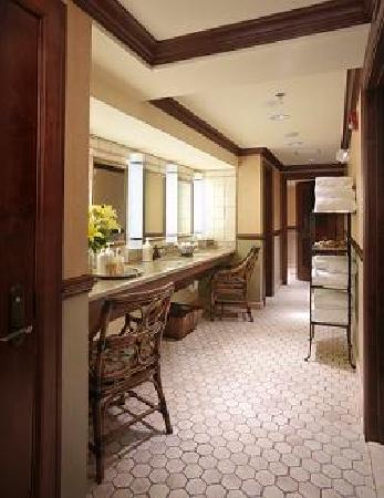 The Spa at The Brown Palace: Ladies Vanity Area