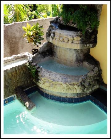 Seastar Inn: Jacuzzi fountain