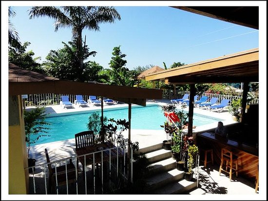 Seastar Inn: View of pool from upper level