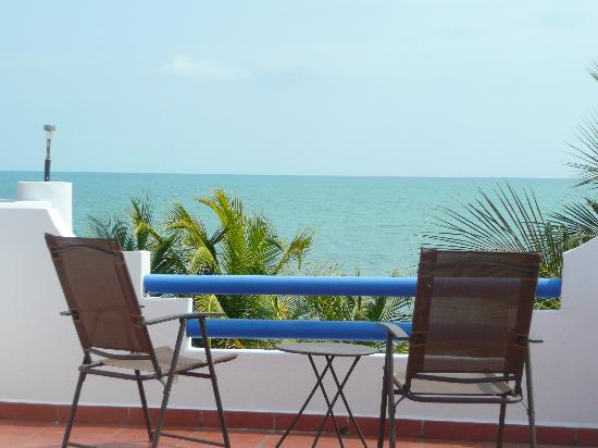 Sarkiki Villas: Our breakfast table and view from the second floor deck.