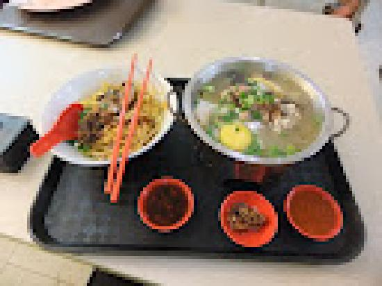 Hotel Miramar: Mini Hotpot with noodles - $.5sgd, and delicious