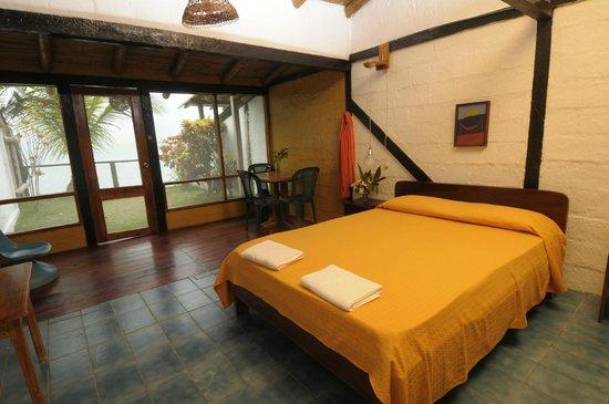 El Acantilado Beach Hotel: Habitaciones para 4 ocean view
