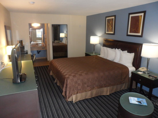 Days Inn San Diego Chula Vista South Bay: Deluxe King Bed Room