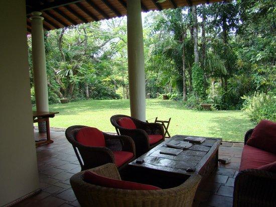 Apa Villa Illuketia: a lovely verandah