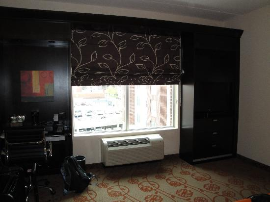 Hampton Inn & Suites Chattanooga / Downtown : King Bedroom