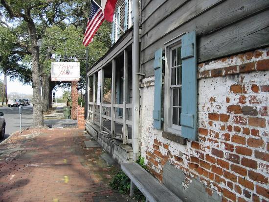 Savannah Historic District : Pirate House Restaurant