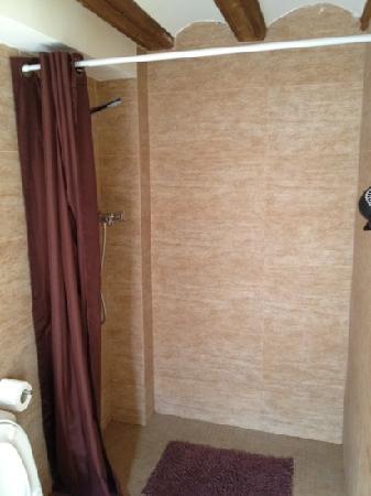 Flatsforyou Petit Xerea: Shower