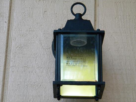 Turtle Beach Resort: Outside light on front porch with no bulb