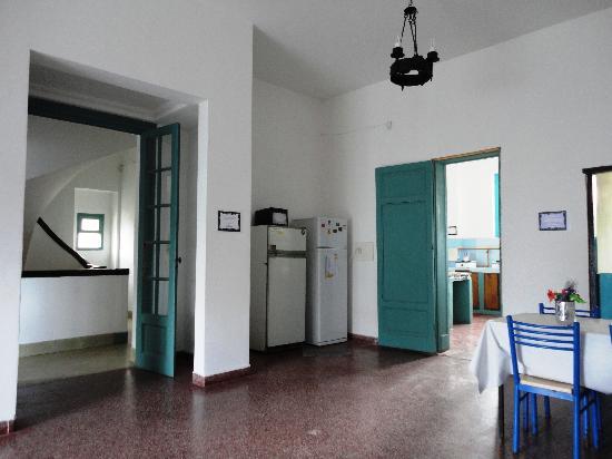 Hostel Pinamar: Ingreso al comedor