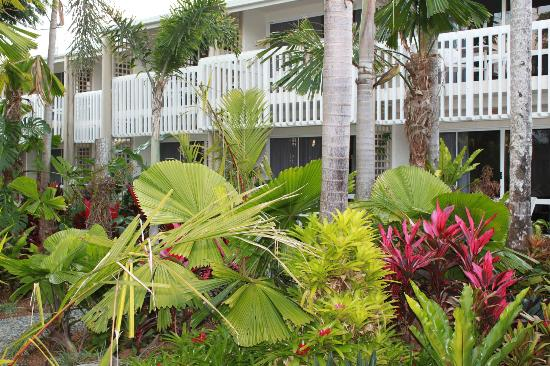 Castaways Resort & Spa Mission Beach: Gardens, Deluxe Suite Balcony