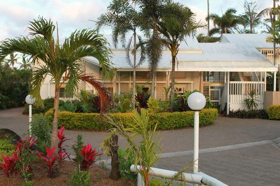 Castaways Resort & Spa Mission Beach: Main Entrance