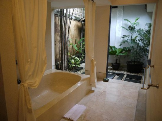 The Buah Bali Villas: Bathroom