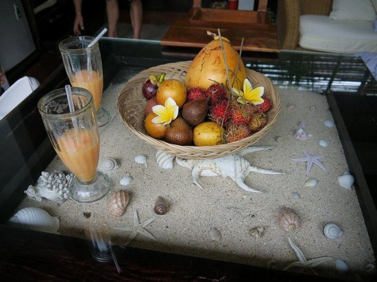 The Buah Bali Villas: Fruit basket and cool drinks provided