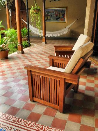 Backpackers Inn: The public areas are beautiful