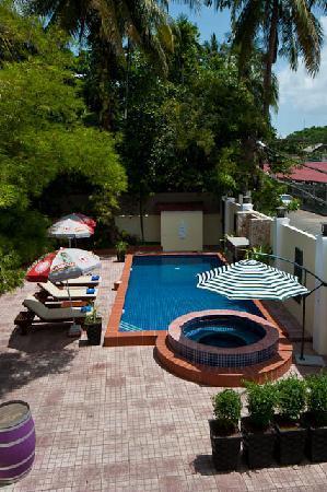 Splash Inn: Pool from above