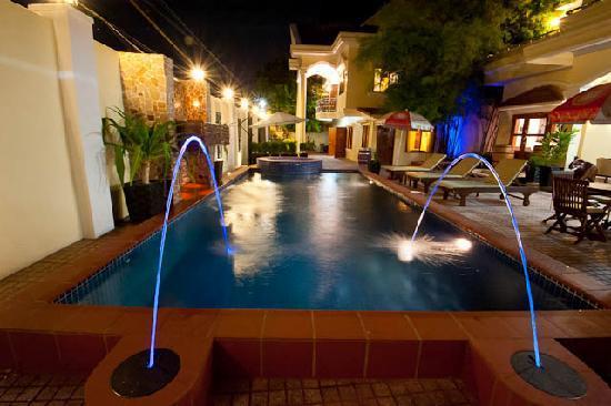 Splash Inn: Night Lights