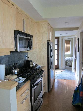 Cox Bay Beach Resort: Kitchen