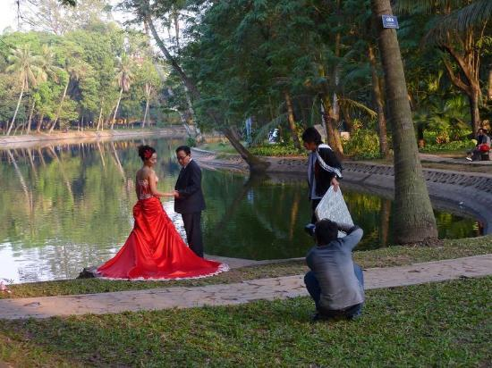 Botanical Gardens (Vuon Bach Thao) : wedding photo