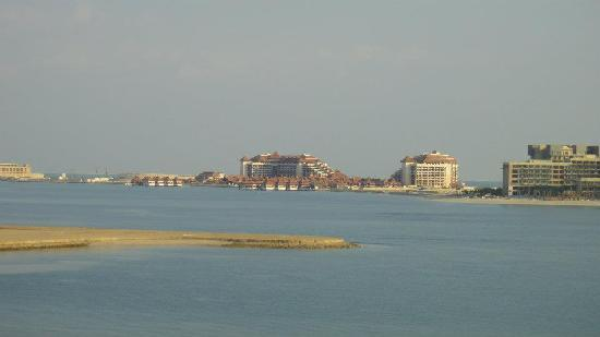 Royal Club Palm Jumeirah : view looking left