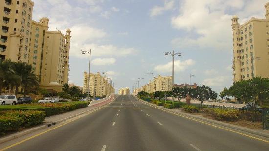 Royal Club Palm Jumeirah : inside units road toward Atlantis