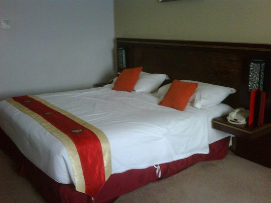 Gino Feruci Kebonjati Bandung: clean bedroom