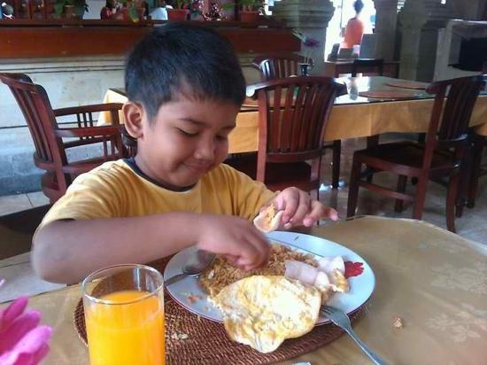 Rosani Hotel: Breakfast at the Restaurant