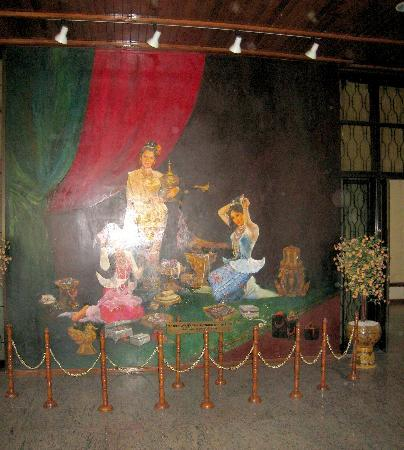 Myanmar Gems Museum : A nice mural by the entrance