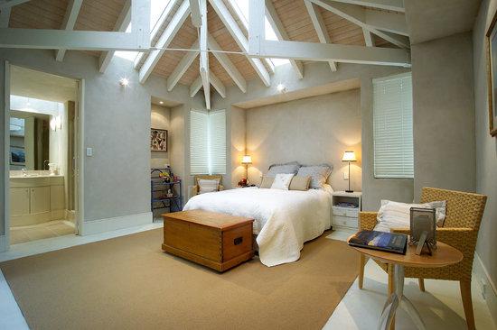 Twin Peaks Bed and Breakfast,: Queen Bedroom/ensuite