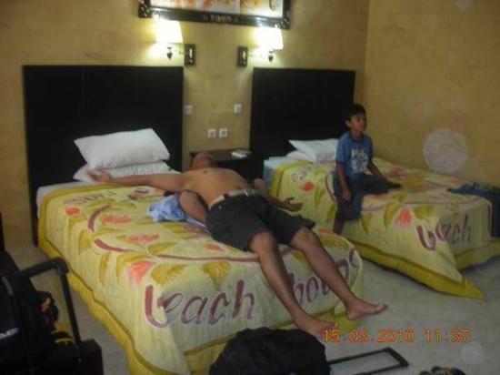 Suriwathi Beach Hotel: the room