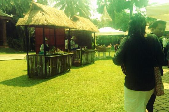 Apsara Angkor Resort & Conference: tea break was held outdoor (which is nice)