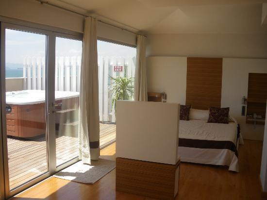 Delta Hotel: bed area