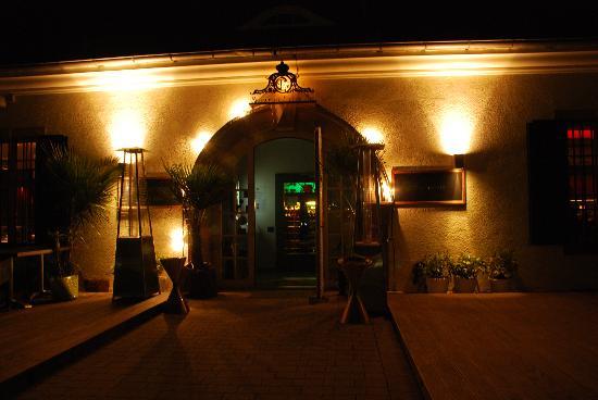 Restaurant C Five: Bei Nacht :)