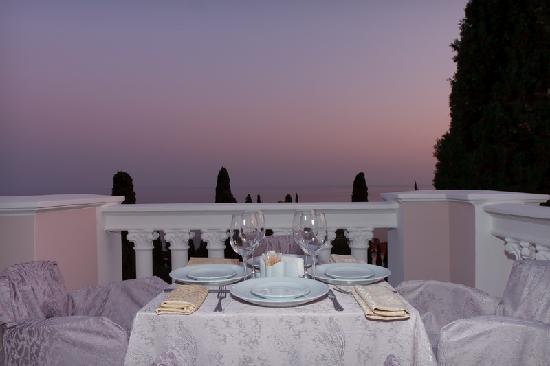 Villa Goluboy Zaliv: Outdoor terrace in restaurant