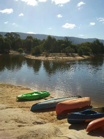 Grampians Getaway Resort: The lake, the canoes