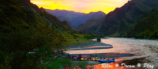 Winding Waters River Expeditions & Day Tours: Sunset in Hells Canyon