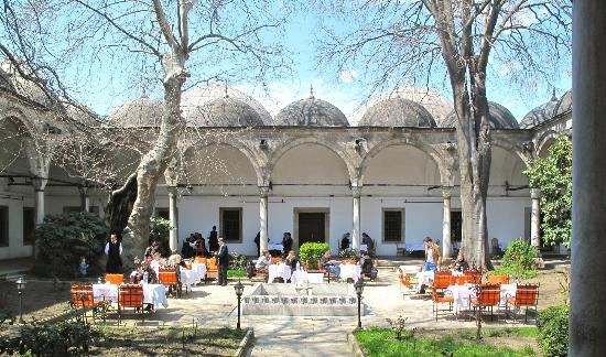 Erzincanli Ali Baba: erzincanlı ali baba restoran - wonderful courtyard