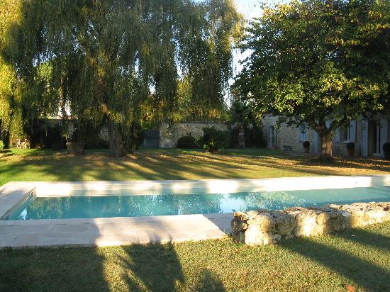 Domaine de Ginouilhac: piscina e giardino