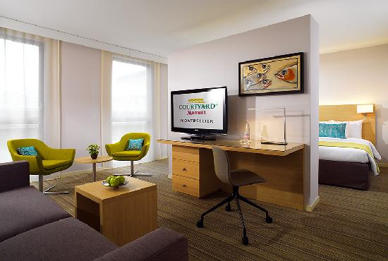 Courtyard by Marriott Montpellier: Suite Room