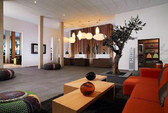 Courtyard by Marriott Montpellier: Hotel Lobby