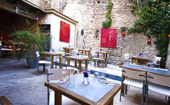 artemoda cinecitta saint remy de provence restaurant. Black Bedroom Furniture Sets. Home Design Ideas