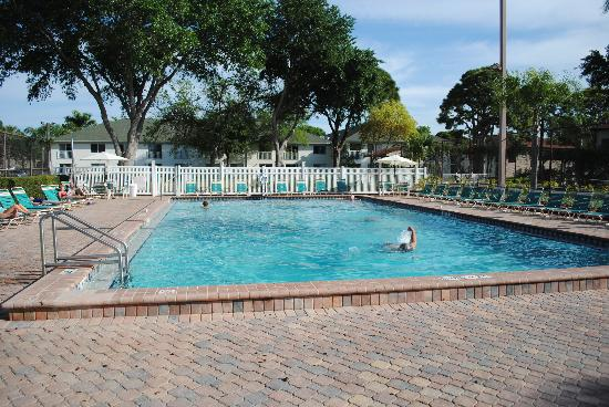 Shorewalk Vacation Villas : 2nd swimming pool area