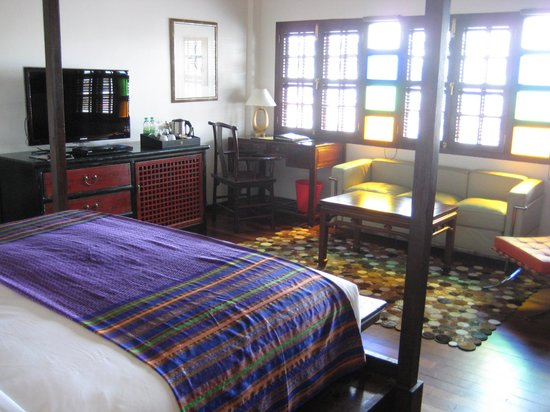 Hotel Penaga: Stained-glass windows!
