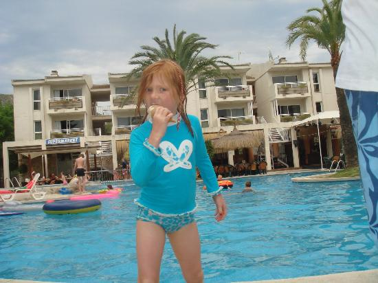 Apartments Oro Playa: ice cream by the pool - 2010
