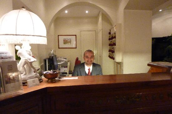 Hotel Due Torri: Front Desk